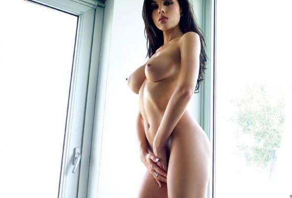 brunette perfect valentina tits