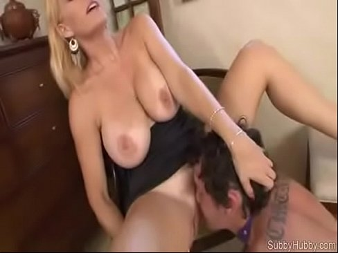 pussie mom lick