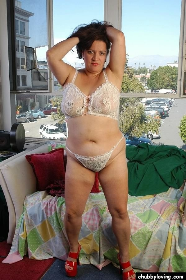 nude classy brunette pics mature