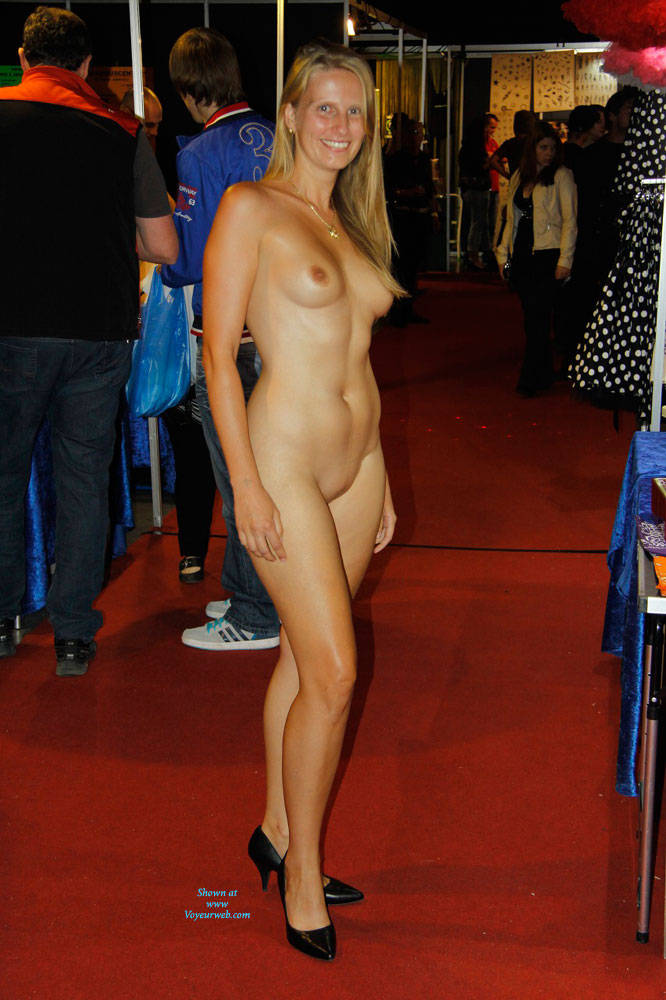 pictures roxanne naked