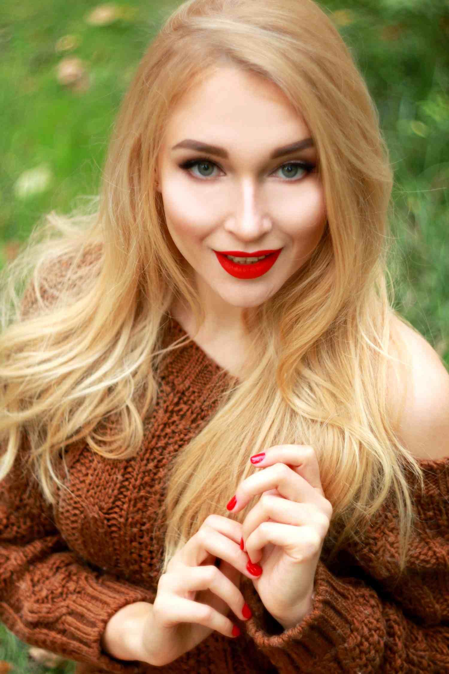 Blondehottie23f