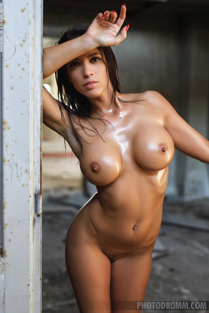 model pictures nude fitness
