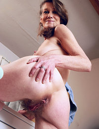 hairy woman with pussy