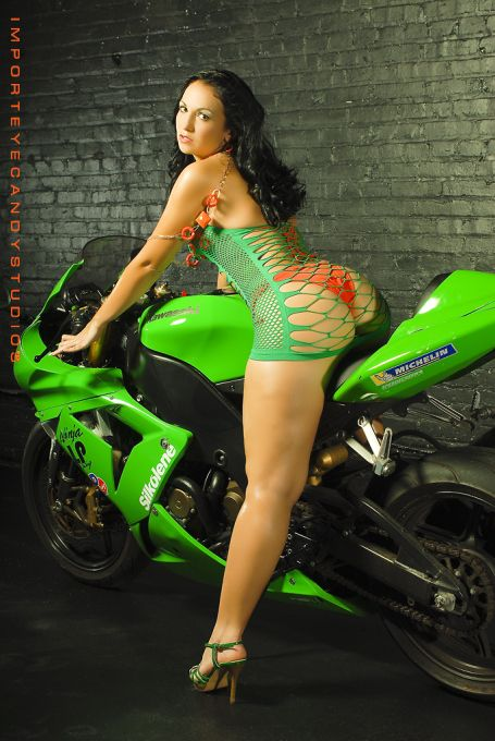 woman big motorcycle ass on