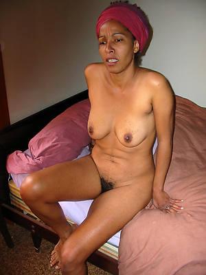 topless ebony mature amateur